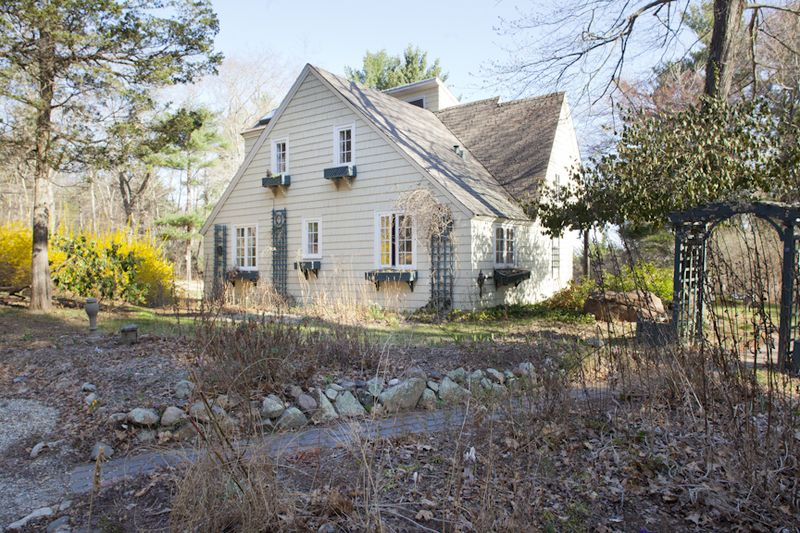 Exterior_Back_Of_House_Right_Side-4
