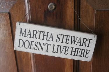 martha stewart doesn't live here sign